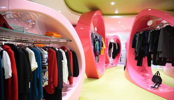Arredamenti per negozi a bologna studio perugia for Arredamento negozi bologna