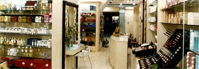 Arredare i negozi di profumeria studio perugia for Studio arredo perugia